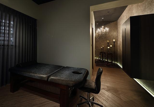 pokoj, masážní stůl, židle