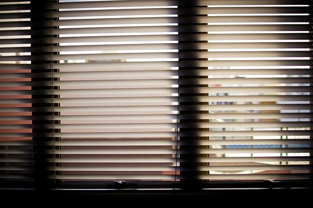 žaluzie, okno