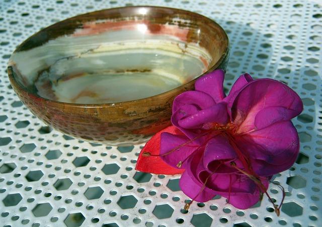 mistička, fialová květina