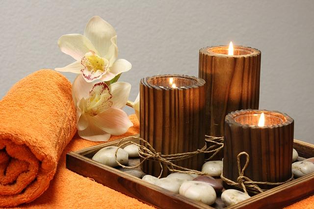 svíčky, ručník