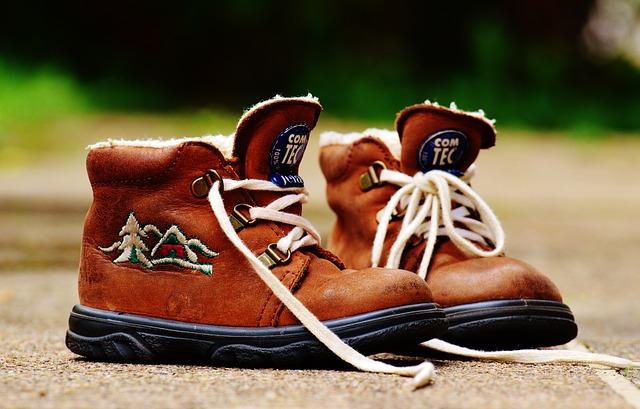 kožené hnědé boty, kožíšek