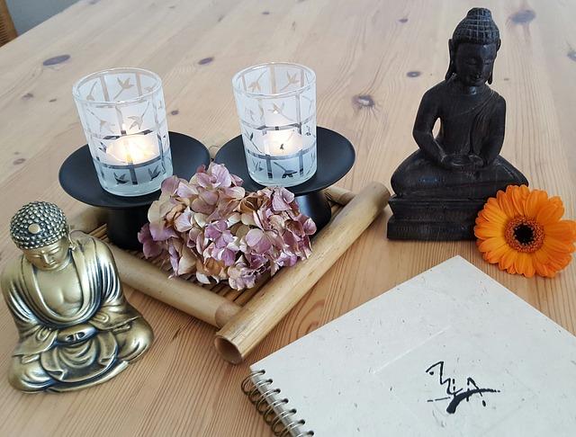 květina, sošky, svíčky