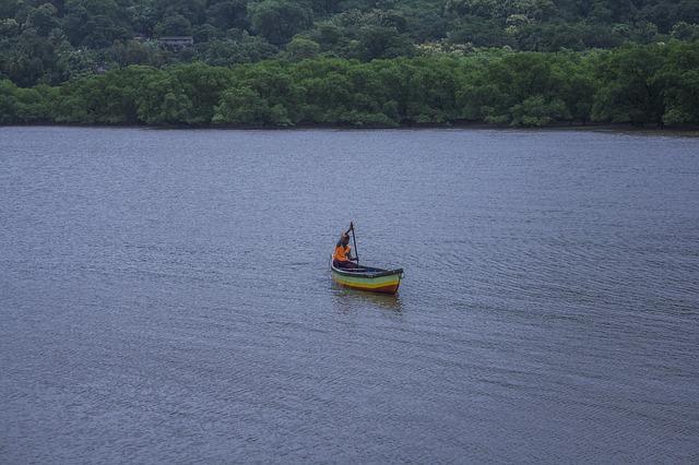 voda, loďka, člověk