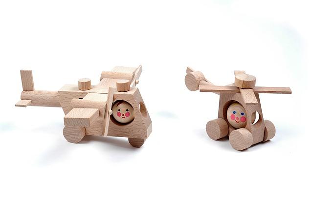dřevěné vrtulníky