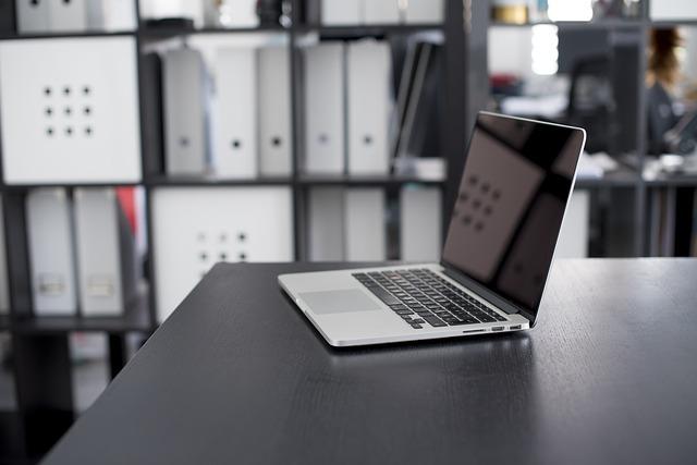 notebook, stůl, kancelář