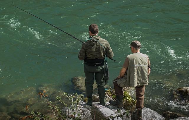 rybáři na kamenech