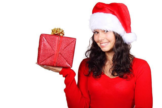 dívka s dárkem
