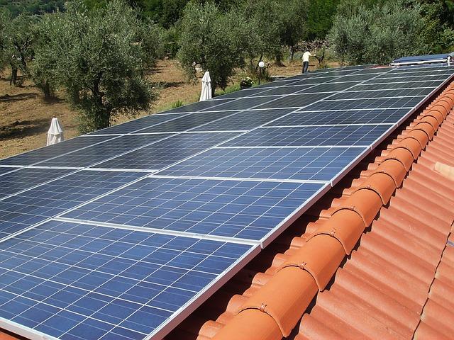střecha s panely