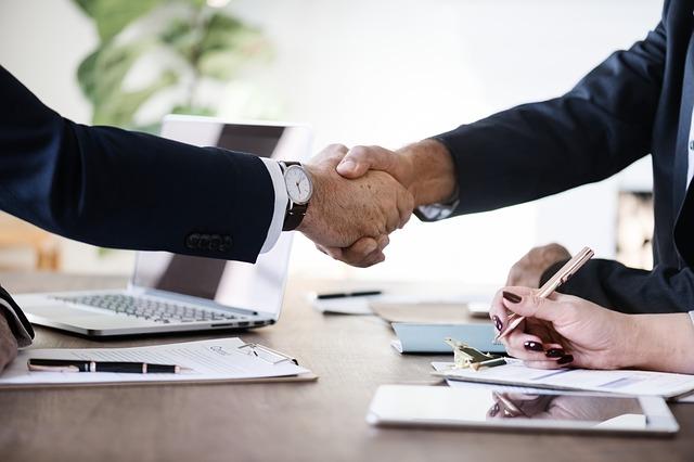 uzavřená dohoda o zpracování – podané ruce