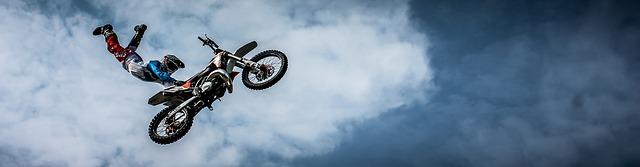 skok na motorce.jpg