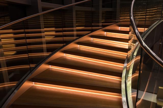 Moderní schodiště v komerčním domě
