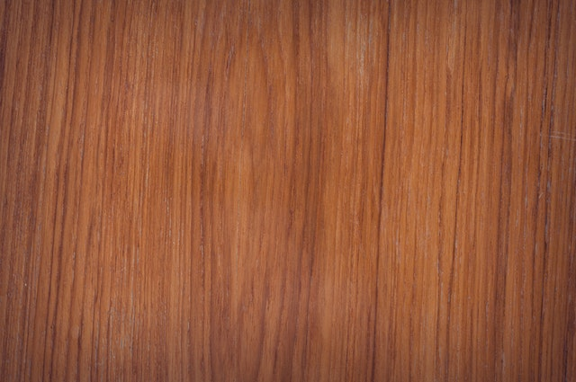 laminát podobný dřevu