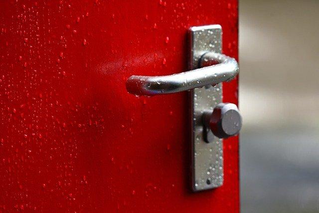 červené dveře.jpg