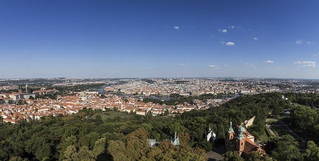 panoramatický snímek Prahy.jpg