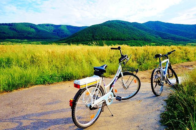 klasický bicykl a elektrokolo